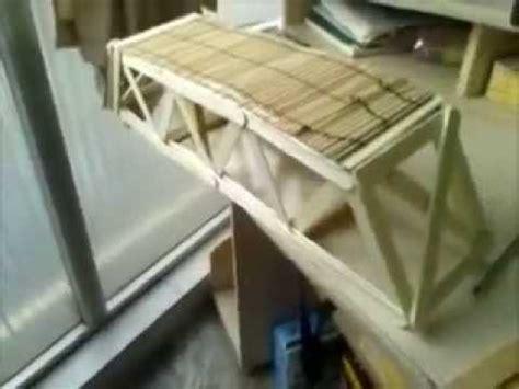 puente con palos de helado