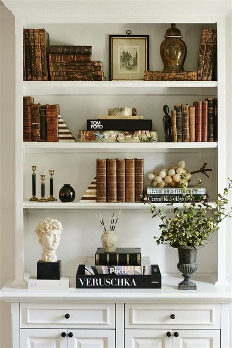 Decorative Books For Bookshelves by 25 Best Ideas About Arranging Bookshelves On
