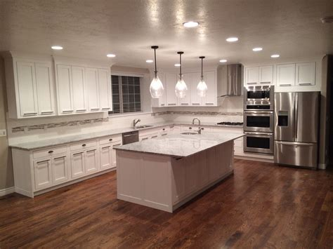 kitchens with cabinets and wood floors white cabinets hardwood floors home ideas i