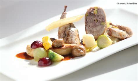 cuisiner une caille cailles farcies escalope de foie gras poêlé légumes d