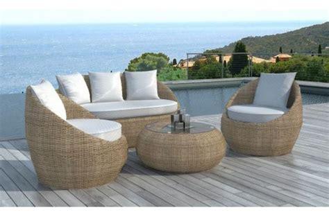 table ronde cuisine salon de jardin en résine tressée ronde beige salon de jardin pas cher