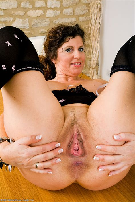 Beautiful Natural Mature Women With Assholes On Display