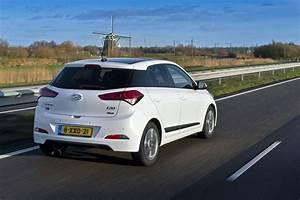 Hyundai I20 2016 : hyundai i20 coupe 2015 2016 2017 autoevolution ~ Medecine-chirurgie-esthetiques.com Avis de Voitures