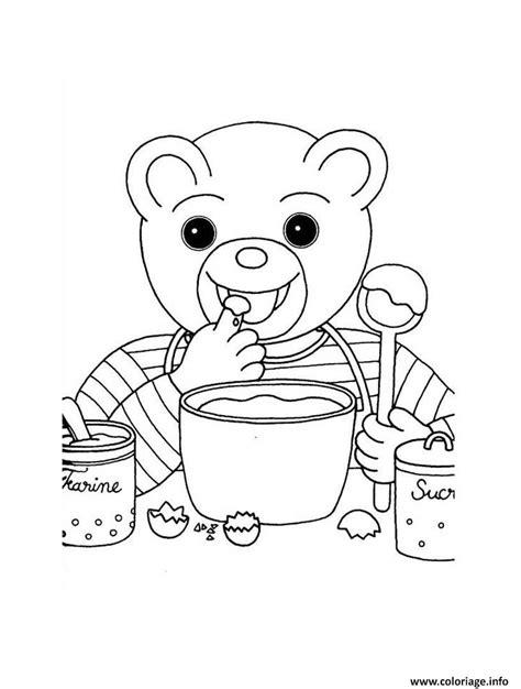 coloriage petit ours brun cuisine un gateau dessin
