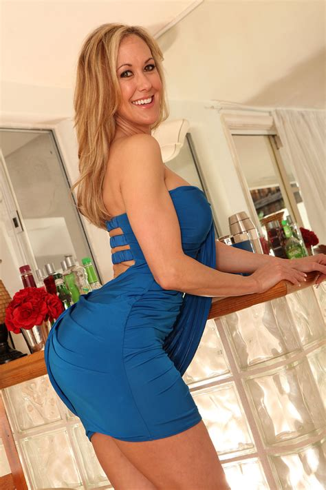 brandi love wallpapers images  pictures backgrounds