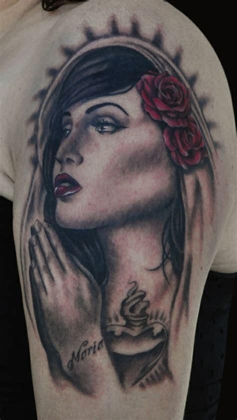 oberarm tattoo designs beispiele fuer einen neuen
