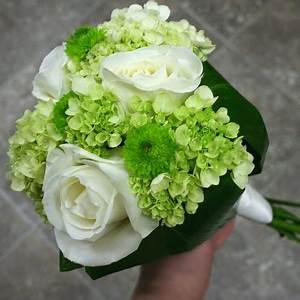 White And Green Flowers Bouquet refreshrose
