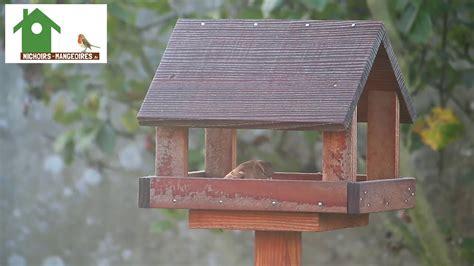 mangeoire sur pied en bois pour oiseaux des jardins