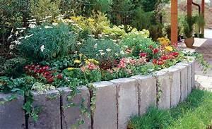 Hochbeet Blumen Bepflanzen : hochbeet aus palisaden so ein hochbeet erleichtert einerseits die pflege der pflanzen hebt die ~ Whattoseeinmadrid.com Haus und Dekorationen