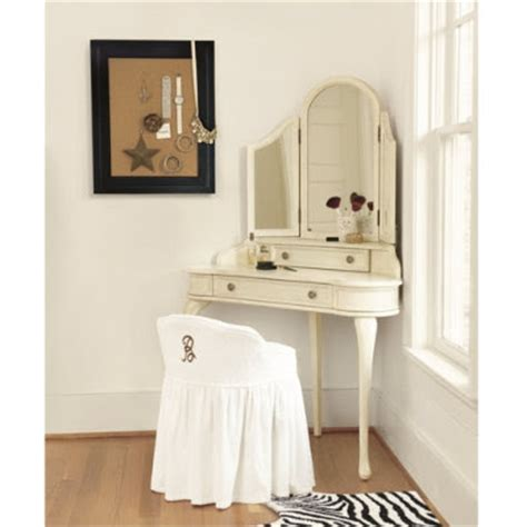 Corner Bedroom Vanity by Bedroom Makeup Vanity