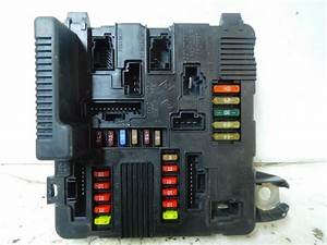Used Renault Megane Fuse Box - 8200306033a