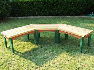 How to Build a Semi-Circular Wooden Bench how-tos DIY