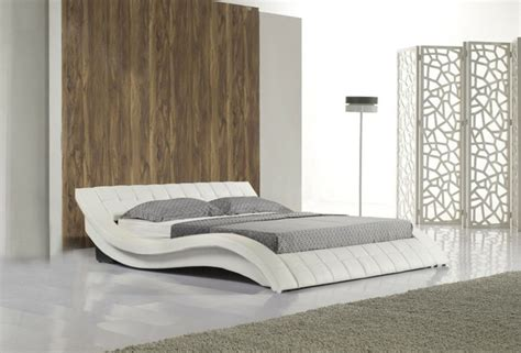chambre avec lambris bois lambris bois mur chambre mzaol com