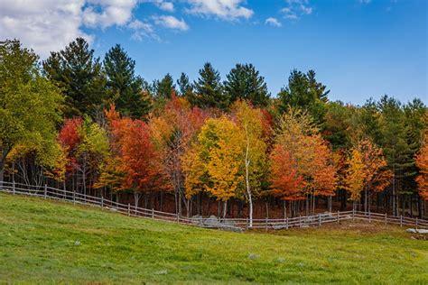 top  fall foliage destinations  america travel