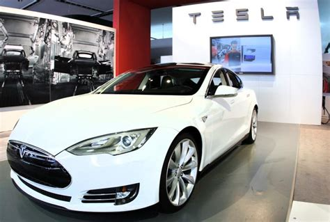 More Electric Cars by More Obama Should More Electric Cars Tesla Exec Ny