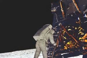 The First Astronaut On Moon (page 2) - Pics about space