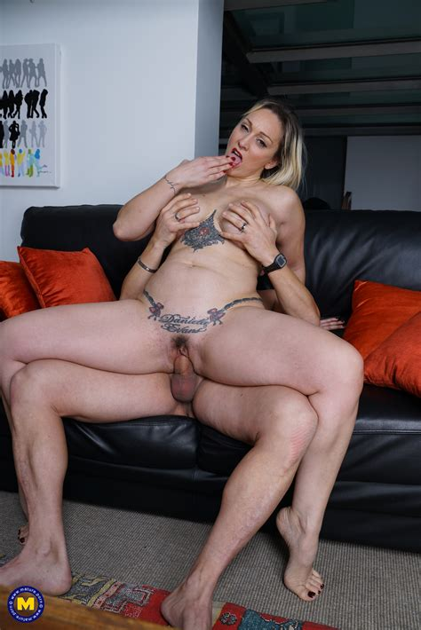 horny mom daniela evans gets pounded in the living room