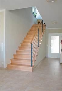 Treppen Im Haus : treppe gerade gerade treppe in holz mit stahlgel nder ~ Lizthompson.info Haus und Dekorationen