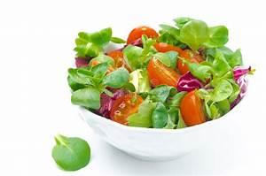 Bol A Salade : bol de salade fra che et de tomates cerises d 39 isolement ~ Teatrodelosmanantiales.com Idées de Décoration