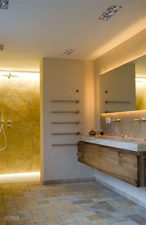 Moderne Badezimmer Mit Trennwand by Bad In Travertin Boden Mit Bodengleicher Dusche Hinter
