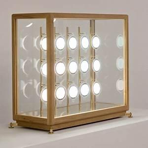 Vitrine A Poser : lampe poser teka vitrine en teck et laiton avec 15 disques oled ~ Melissatoandfro.com Idées de Décoration