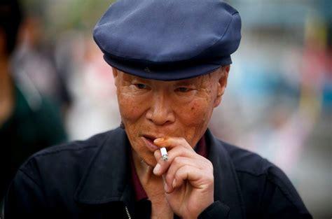 Hiina plaanib keelustada avalikus kohas suitsetamise