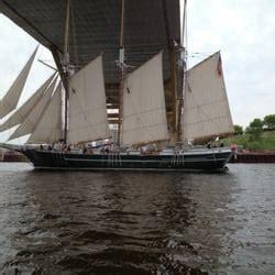 Milwaukee River Boat Rentals by Riverwalk Boat Rentals Tours Westown Milwaukee Wi