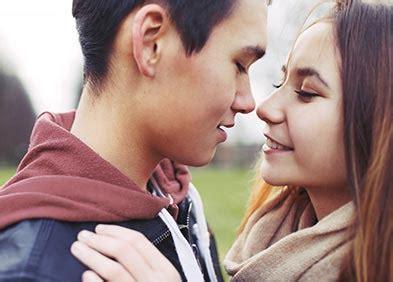 baiser sur le bureau mononucléose infectieuse ou maladie du baiser santé