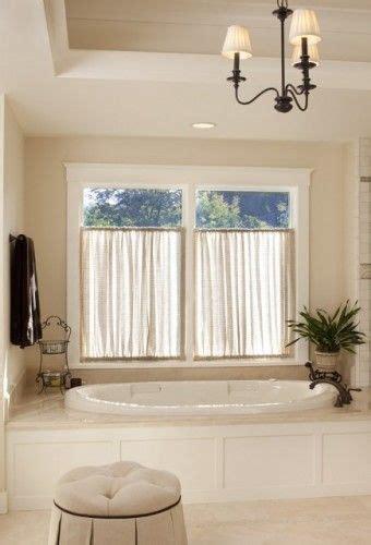 ideen für schiebevorhänge fabelhafte badezimmer fenster behandlung ideen f 252 r die