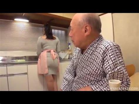 Baru2 ini saya menemukan video kakek sugiono di salah satu link, di video itu saya melihat kakek sugiono meninggal benakrkah kakek sugiono meninggal?? Kakek sugiono di bantu mencuci piring - YouTube