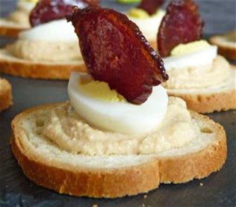 canapé d apéritif canapés à la mousse de foie gras oeuf de caille et chips