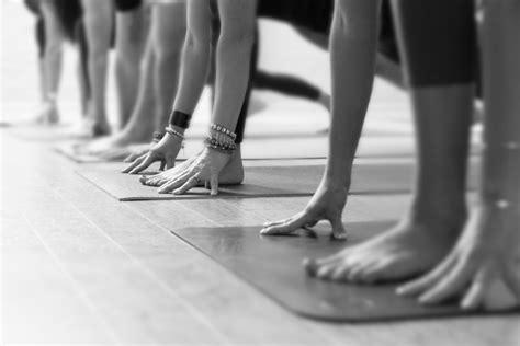 corsi  yoga  bresso hatha yoga saluto al sole