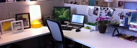 desk decoration themes in office 10 simple awesome office decorating ideas listovative