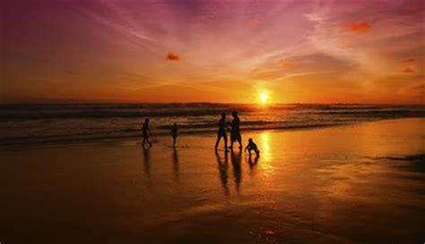 mwalidain  pantai terindah  terkenal  pulau jawa