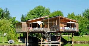 la terrasse sur pilotis suspendue au dessus de l39eau ou With amenagement exterieur terrain en pente 19 comment construire son abri de jardin en bois astuces et