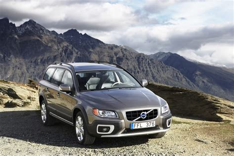 2010 Volvo Xc70 by 2010 Volvo Xc70 Overview Cars