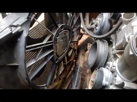 malfunctioning engine cooling fan on a 2004 mercedes e240