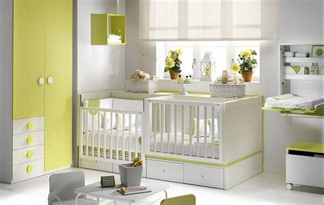 chambre de bébé jumeaux lit d appoint lit parc bebe pour jumeaux 2en1 jaune
