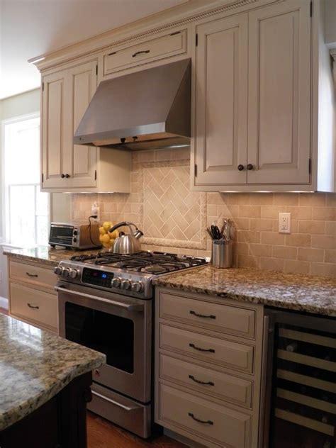 white kitchen cabinets granite countertops 1000 images about giallo napoleon on napoleon 1799
