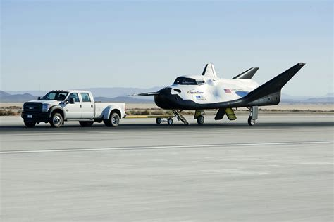 File:Dream Chaser pre-drop tests.5.jpg - Wikimedia Commons