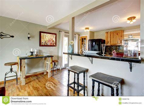 cuisine avec la table de salle 224 manger photo stock image 39986795