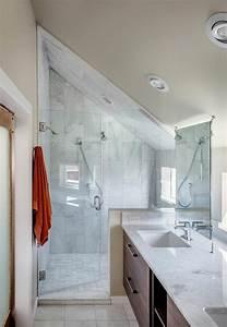 Douche Salle De Bain : salle de bain originale une salle de bain dans le grenier ~ Melissatoandfro.com Idées de Décoration