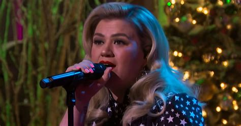 heres  kelly clarkson show christmas kellyoke cover