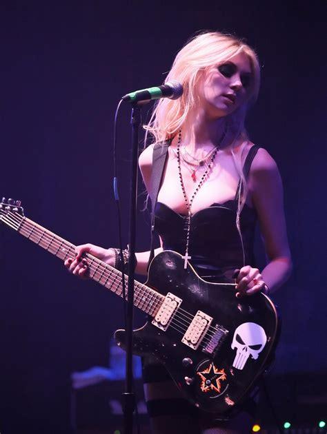 The Pretty Reckless Wallpaper Taylor Momsen Rockstar Drink Heavy Metal The Pretty Reckless Blonde Wallpapers Hd