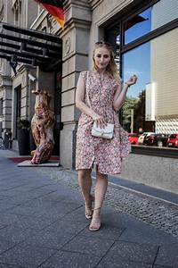 80er Jahre Blumenkleid Outfit Aus Berlin Mit Vintage Flair