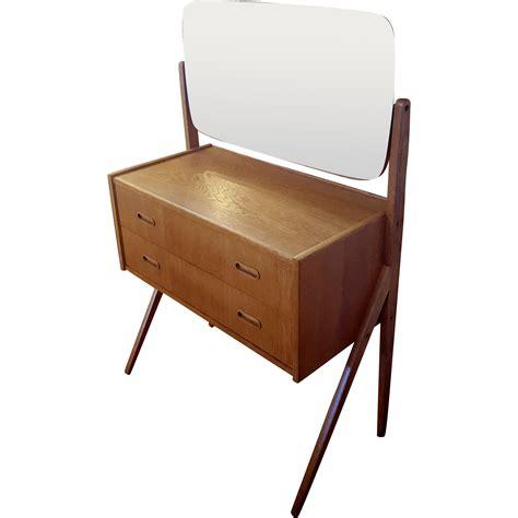 small mid century modern vanity modernism