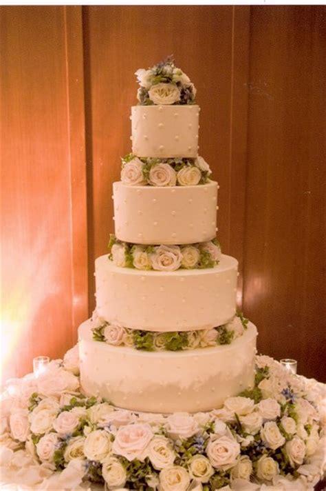 francoise weeks flower decorations   wedding cake