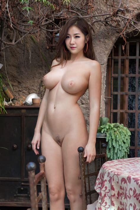 Showstars Hana Topless