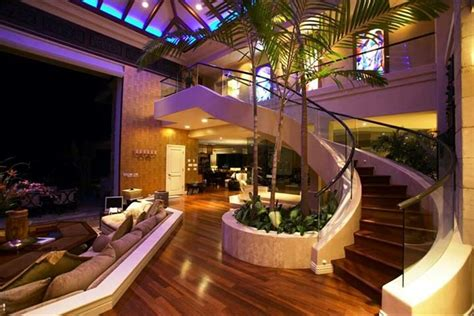 luxury mansions homes tiger woods beachfront