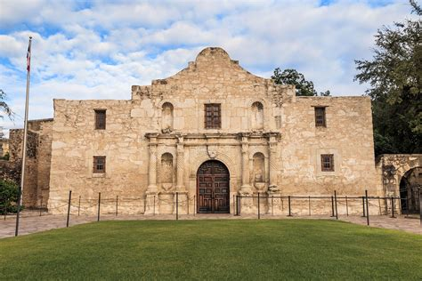 Mission San Antonio de Valero (The Alamo) - Texas Mission ...